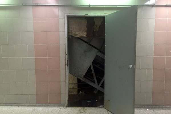 escalatorDoor