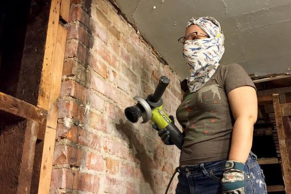 Cleaning the Bedroom Bricks - avoision com | avoision com